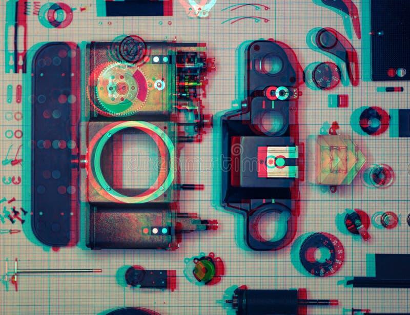 παλαιά αναδρομική κάμερα ταινιών SLR μερών σε χαρτί γραφικών παραστάσεων, ψηφιακή επίδραση δυσλειτουργίας στοκ εικόνα με δικαίωμα ελεύθερης χρήσης