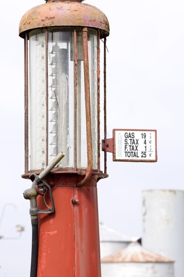 παλαιά αντλία αερίου στοκ εικόνα