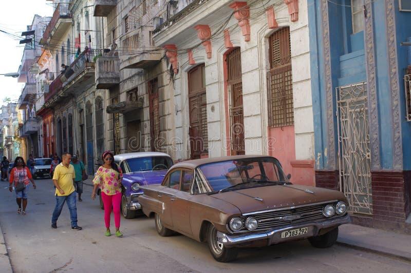 Παλαιά αυτοκίνητα στις οδούς Centro Αβάνα στοκ φωτογραφίες με δικαίωμα ελεύθερης χρήσης