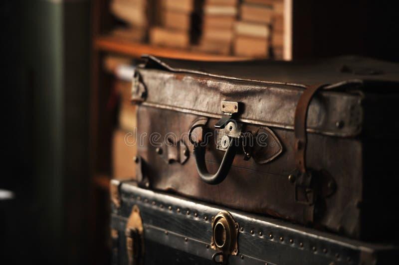 παλαιά βαλίτσα δέρματος στοκ φωτογραφία