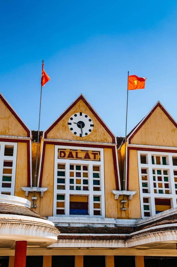 Παλαιά γαλλική αποικιακή αρχιτεκτονική σταθμών τρένου Dalat - Βιετνάμ στοκ φωτογραφίες με δικαίωμα ελεύθερης χρήσης