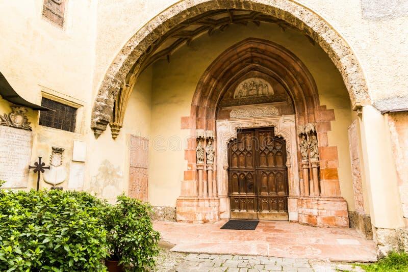 Παλαιά γοτθική πόρτα στο Σάλτζμπουργκ, Αυστρία στοκ φωτογραφία με δικαίωμα ελεύθερης χρήσης