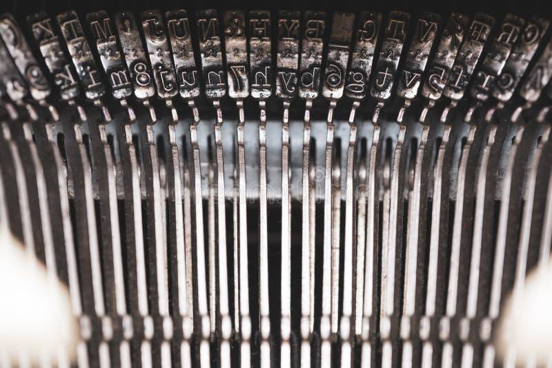Παλαιά γραφομηχανή και κλειδιά στοκ φωτογραφίες