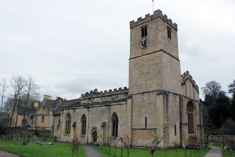 Παλαιά εκκλησία πετρών στο αγγλικό τοπίο επαρχίας στοκ φωτογραφία με δικαίωμα ελεύθερης χρήσης