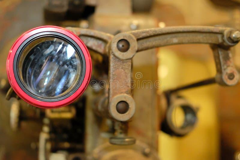 Παλαιά εκλεκτής ποιότητας αναδρομική κάμερα κινηματογράφων ταινιών στοκ εικόνες