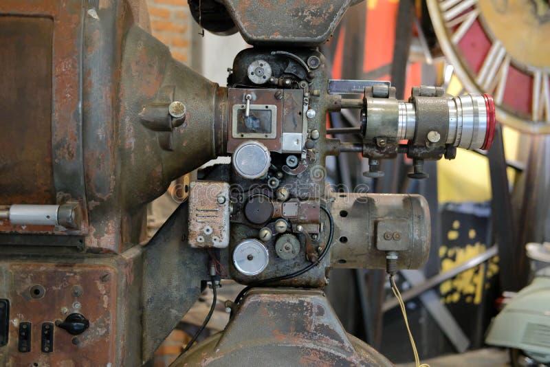Παλαιά εκλεκτής ποιότητας αναδρομική κάμερα κινηματογράφων ταινιών στοκ εικόνα