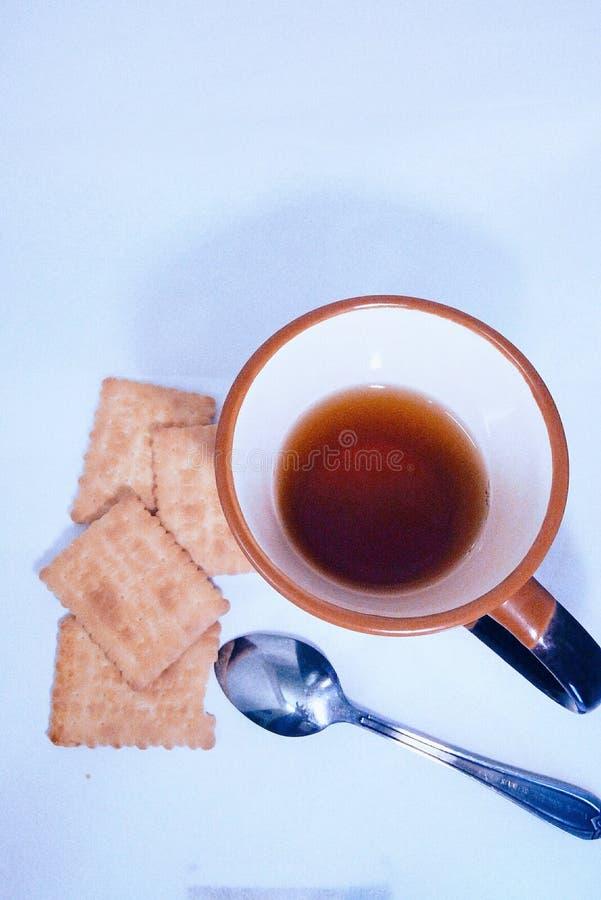 παλαιά επιχειρησιακού καφέ συμβάσεων διαμορφωμένη φλυτζάνι φρέσκια γραφομηχανή σκηνής πεννών καλημέρας παλαιά στοκ εικόνα με δικαίωμα ελεύθερης χρήσης