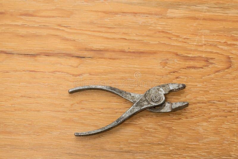 Παλαιά εργαλεία Ξύλινο υπόβαθρο πενσών στοκ φωτογραφία με δικαίωμα ελεύθερης χρήσης