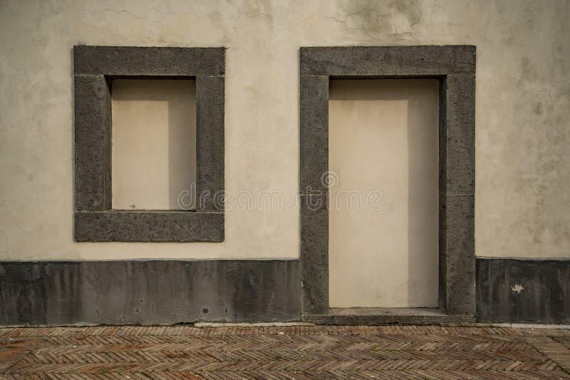 Παλαιά ιταλικά εκλεκτής ποιότητας τυφλά πόρτα και παράθυρο στοκ εικόνες με δικαίωμα ελεύθερης χρήσης