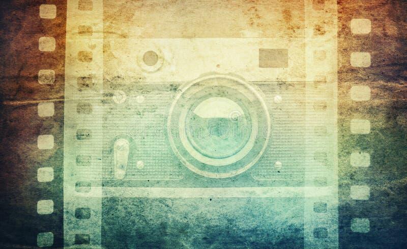 Παλαιά κάμερα και κενή λουρίδα ταινιών στο εκλεκτής ποιότητας υπόβαθρο εγγράφου vin στοκ εικόνα