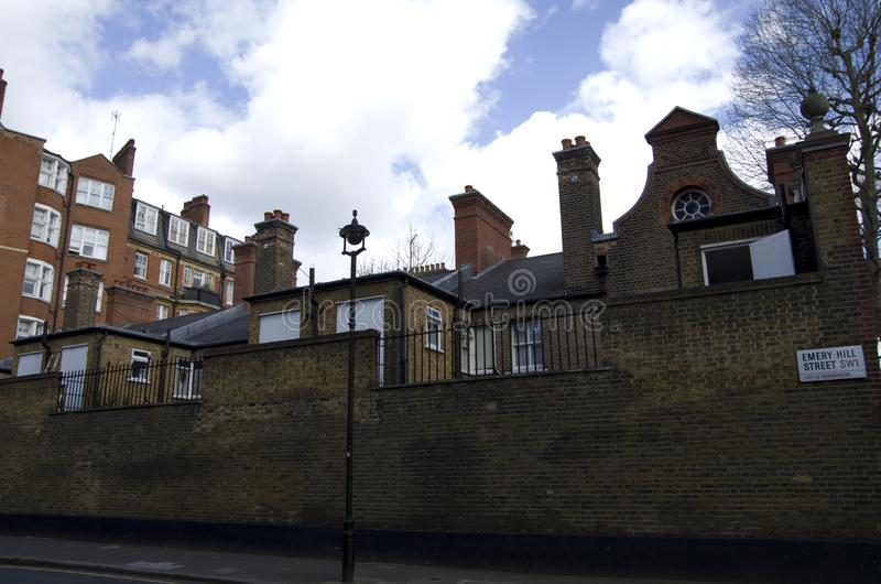 Παλαιά και ακριβά σπίτια στο Λονδίνο στοκ φωτογραφία