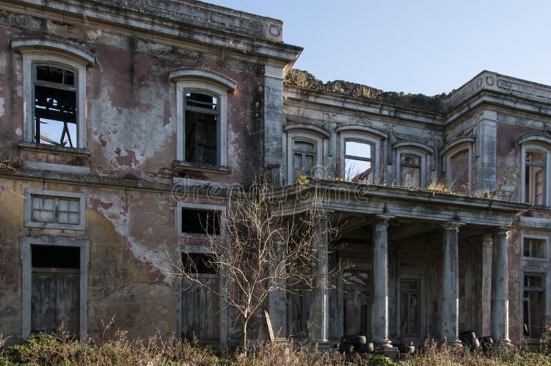 Παλαιά και εγκαταλειμμένα παλάτια στοκ εικόνες