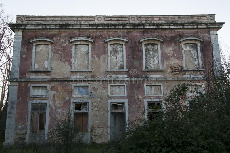 Παλαιά και εγκαταλειμμένα παλάτια στοκ εικόνα με δικαίωμα ελεύθερης χρήσης