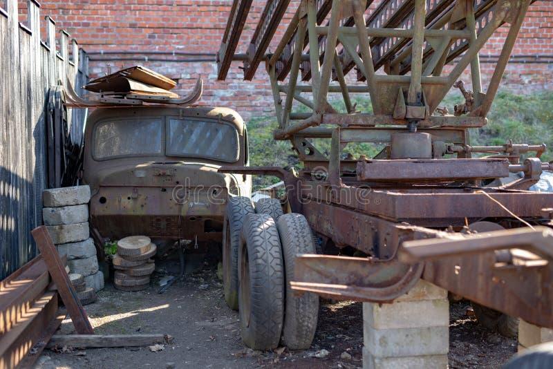 Παλαιά καμπίνα φορτηγών Ένα αμάξι σε μια παλαιά, εγκαταλειμμένη θέση στοκ φωτογραφία με δικαίωμα ελεύθερης χρήσης