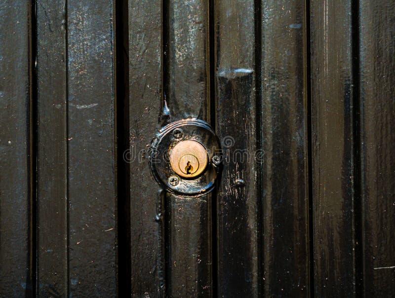 Παλαιά κλειδαριά πορτών, ηλικίας πόρτα μετάλλων, εγχώρια ασφάλεια στοκ φωτογραφίες με δικαίωμα ελεύθερης χρήσης