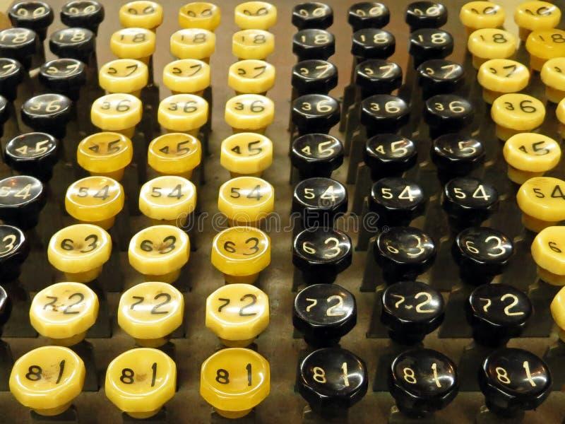 Παλαιά κουμπιά μηχανών προσθήκης στοκ φωτογραφία με δικαίωμα ελεύθερης χρήσης