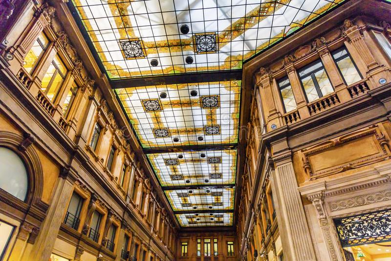 Παλαιά λεωφόρος Ρώμη Ιταλία αγορών του Alberto Sordi Galleria στοκ φωτογραφίες
