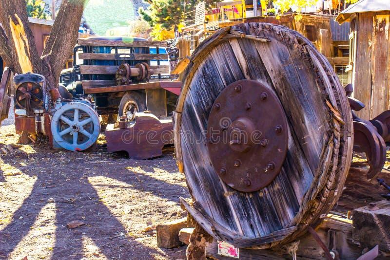 Παλαιά μεγάλη ξύλινη ρόδα στο ναυπηγείο διάσωσης στοκ εικόνες