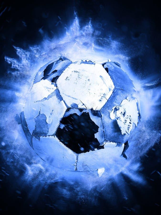 Παλαιά ξεφουσκωμένη σφαίρα ποδοσφαίρου που απομονώνεται στο λευκό στοκ φωτογραφία με δικαίωμα ελεύθερης χρήσης