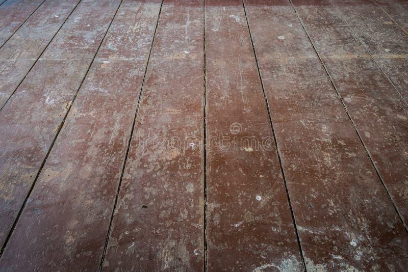 Παλαιά ξύλινα πάτωμα/floorboards πινάκων στο δωμάτιο διαμερισμάτων πριν από το ρ στοκ φωτογραφία