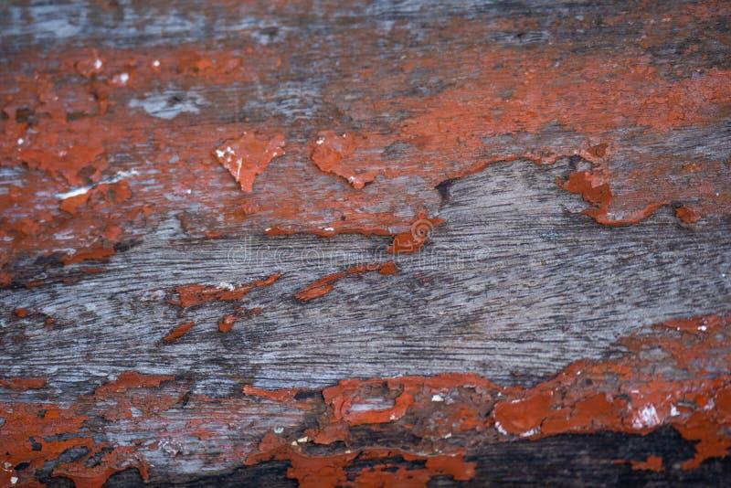 Παλαιά ξύλινη σανίδα με το χρωματισμένο επίστρωμα κόκκινου χρώματος φθαρμένο textur στοκ φωτογραφία με δικαίωμα ελεύθερης χρήσης