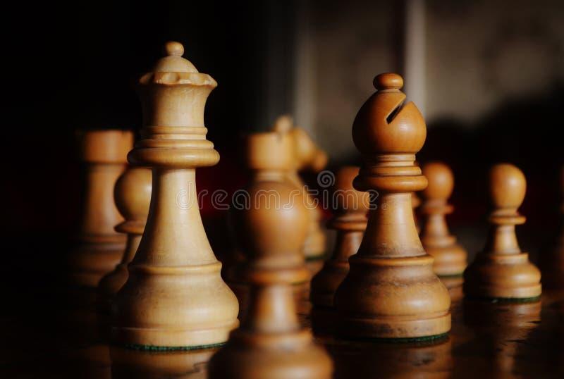 Παλαιά ξύλινη σκακιού μακρο άποψη κομματιών πινάκων εκλεκτής ποιότητας στοκ εικόνες με δικαίωμα ελεύθερης χρήσης