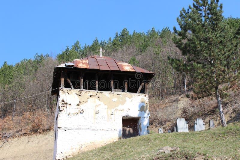 Παλαιά οικοδόμηση καμπαναριών του μοναστηριού Sukovo, κοντά στο χωριό Sukovo, Σερβία στοκ εικόνες με δικαίωμα ελεύθερης χρήσης