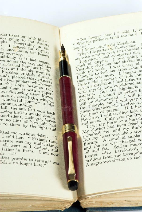 Download παλαιά πέννα βιβλίων στοκ εικόνες. εικόνα από antiquate - 1526262