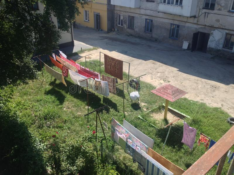 Παλαιά πίσω αυλή στη μετα σοβιετική πόλη στοκ φωτογραφία με δικαίωμα ελεύθερης χρήσης
