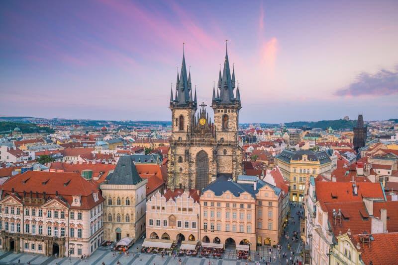 Παλαιά πλατεία της πόλης με την εκκλησία Tyn στην Πράγα, Δημοκρατία της Τσεχίας στοκ εικόνα