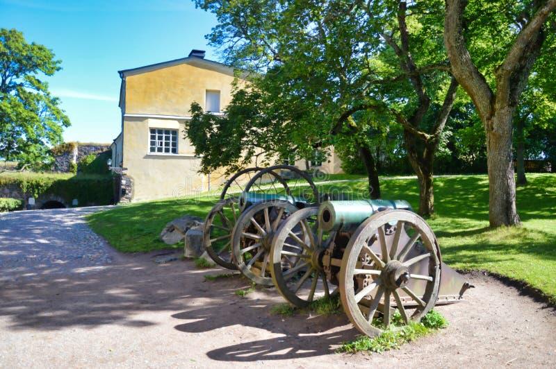 Παλαιά πυροβόλα μέσα στο φρούριο Suomenlinnan στοκ φωτογραφία