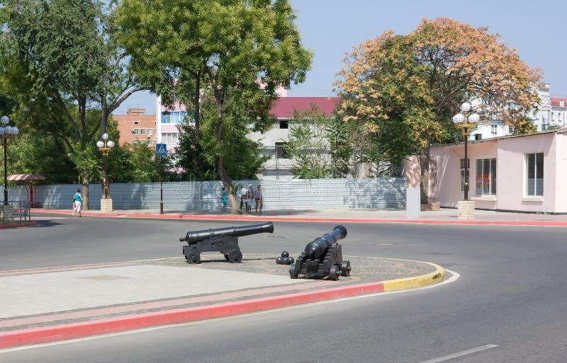 Παλαιά πυροβόλα όπλα στην οδό στοκ εικόνες