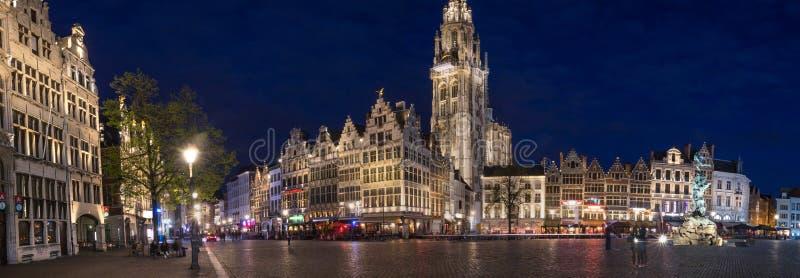 Παλαιά πόλη Αμβέρσα Βέλγιο στο υψηλό πανόραμα καθορισμού βραδιού στοκ εικόνα