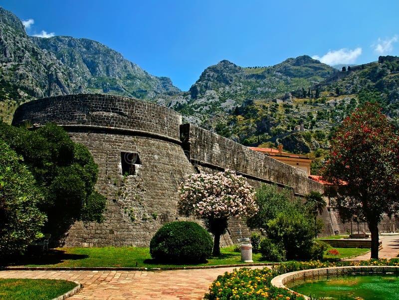 Download παλαιά πόλη στοκ εικόνα. εικόνα από ταξίδι, φρούριο, χλόη - 22791647