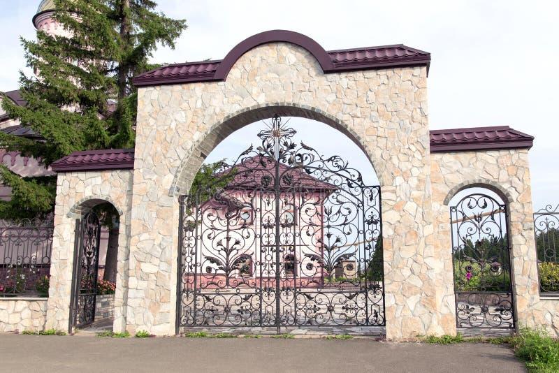 Παλαιά πύλη εκκλησιών αυτών stonу στοκ εικόνες με δικαίωμα ελεύθερης χρήσης