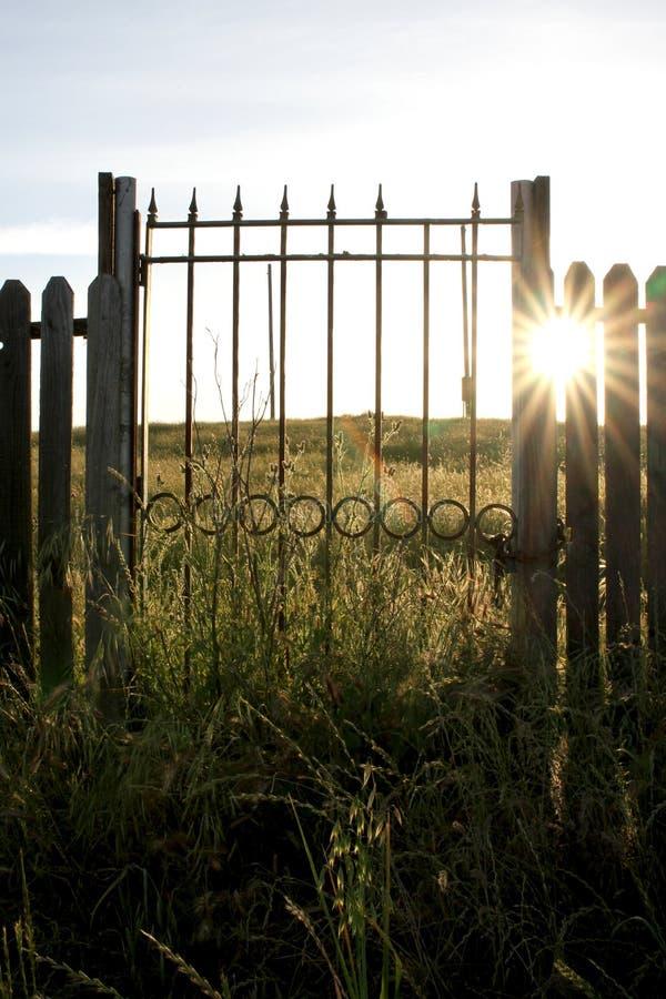 Παλαιά πύλη στην ύπαιθρο του Oakdale της Καλιφόρνια στοκ φωτογραφία με δικαίωμα ελεύθερης χρήσης