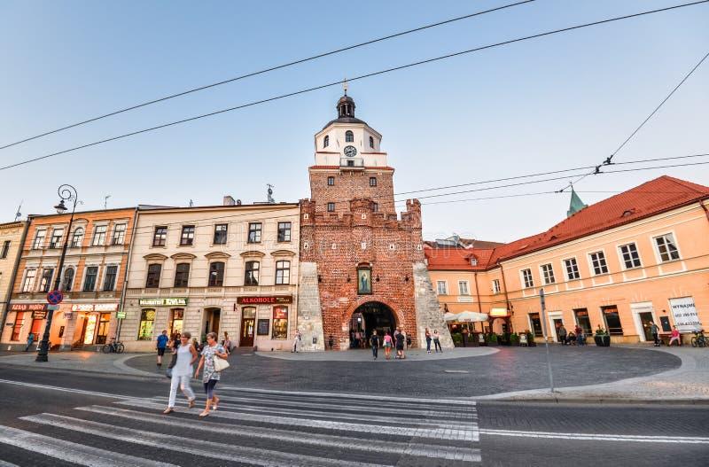 Παλαιά πύλη της Κρακοβίας στο Lublin, Πολωνία Παλαιό κέντρο πόλεων κωμοπόλεων του Lublin, Πολωνία Οδός και παλαιά ζωηρόχρωμα κτήρ στοκ φωτογραφίες με δικαίωμα ελεύθερης χρήσης