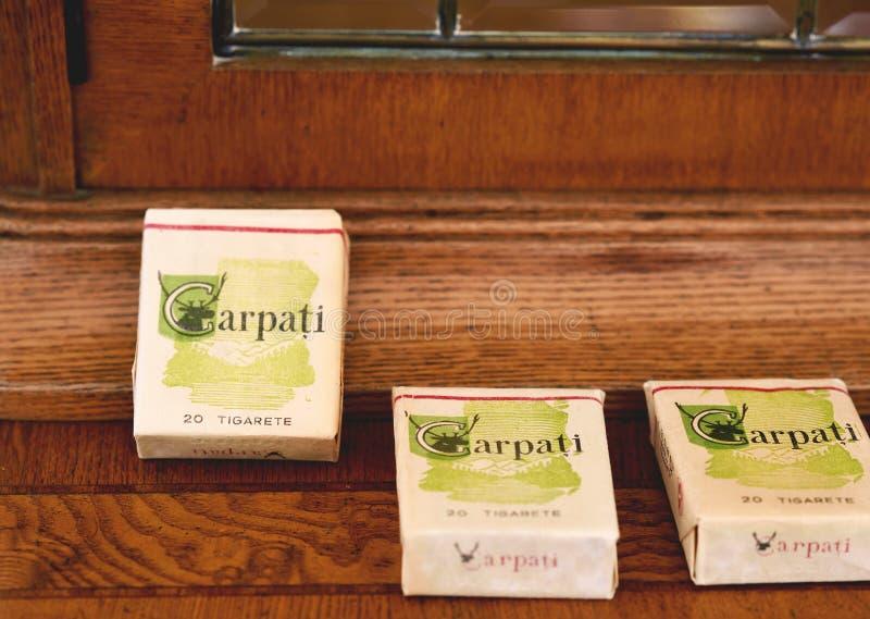 Παλαιά ρουμανικά πακέτα των τσιγάρων Carpați στοκ εικόνες