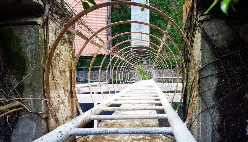 Παλαιά σκάλα χάλυβα στοκ εικόνα