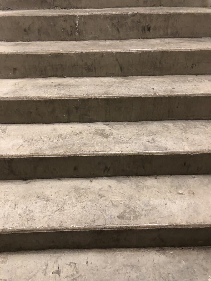 Παλαιά σκαλοπάτια τσιμέντου στοκ εικόνες