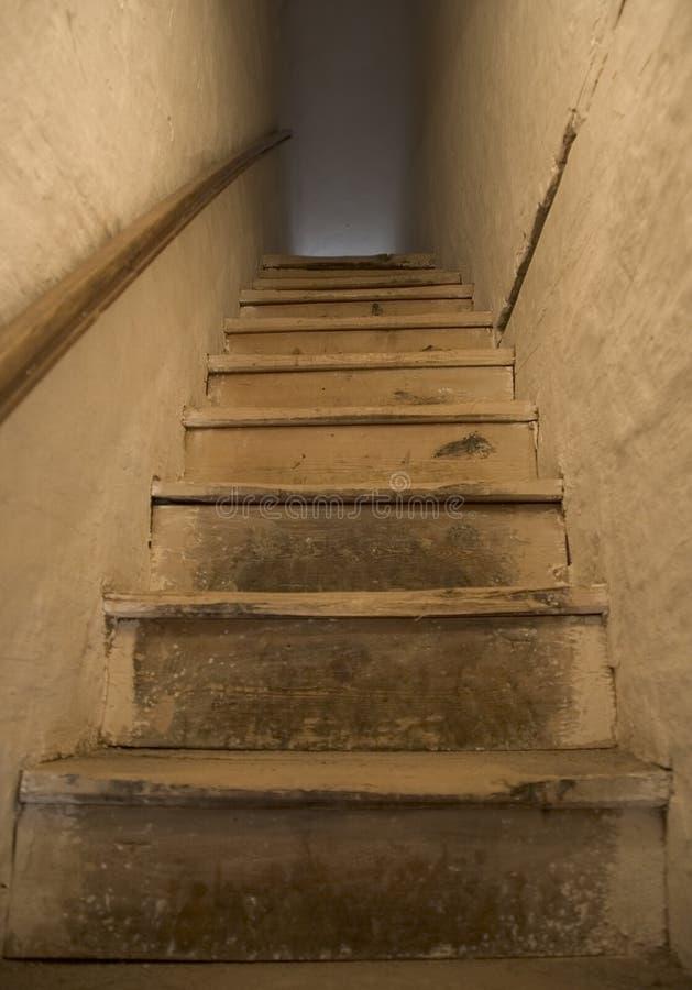 Παλαιά σκαλοπάτια στοκ εικόνες με δικαίωμα ελεύθερης χρήσης