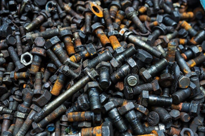 παλαιά σκουριασμένα μπουλόνια και καρύδια σκουριασμένα στοκ φωτογραφίες με δικαίωμα ελεύθερης χρήσης