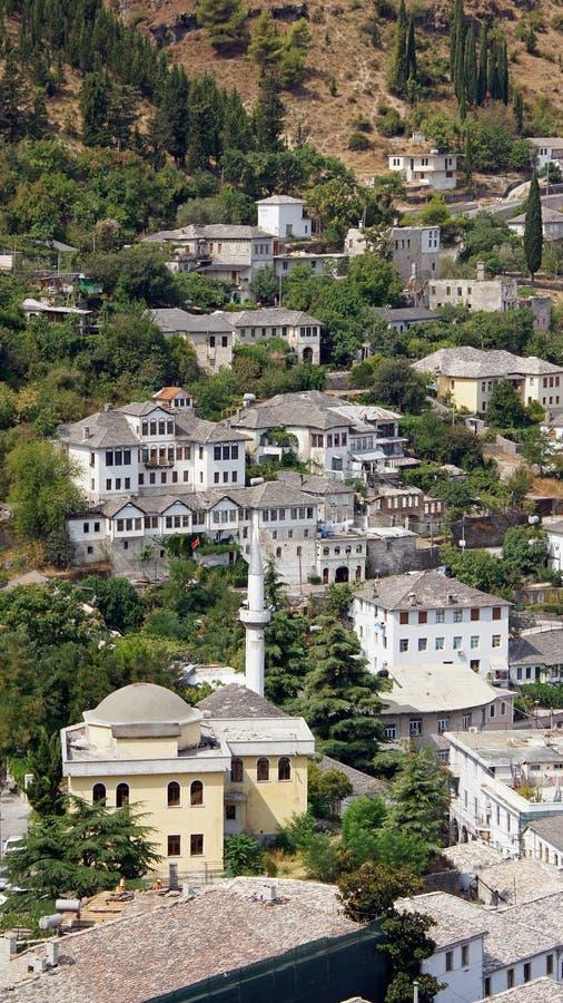 Παλαιά σπίτια σε Gjirokastà «ρ στην Αλβανία στοκ εικόνες