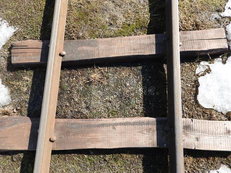 Παλαιά στενή κινηματογράφηση σε πρώτο πλάνο σιδηροδρόμων μετρητών το χειμώνα στοκ εικόνα με δικαίωμα ελεύθερης χρήσης