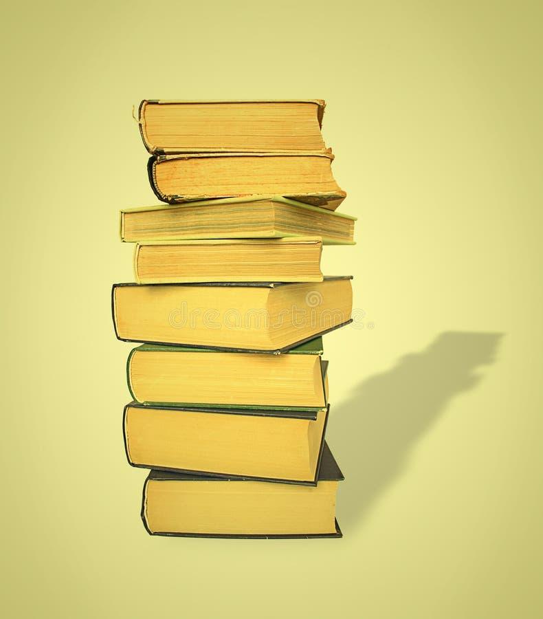 παλαιά στοίβα σκιών βιβλίων στοκ φωτογραφία με δικαίωμα ελεύθερης χρήσης