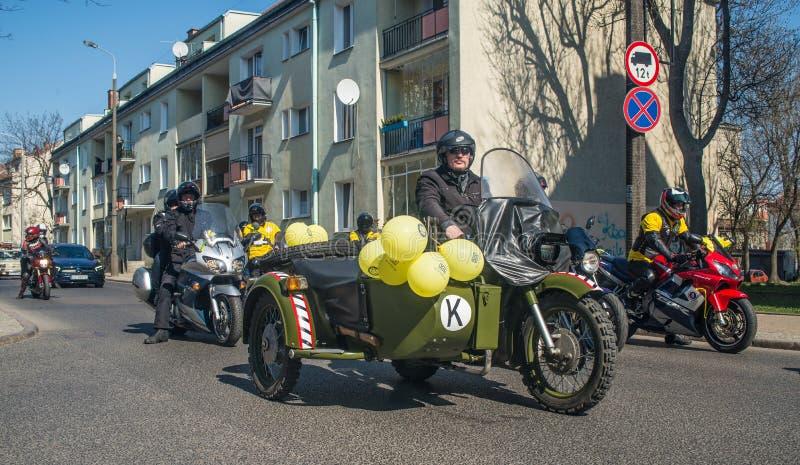 Παλαιά στρατιωτική μοτοσικλέτα κατά τη διάρκεια της παρέλασης oldtimer στοκ εικόνα με δικαίωμα ελεύθερης χρήσης