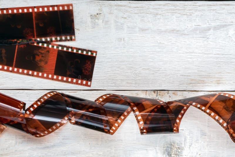 Παλαιά ταινία χρώματος στο άσπρο ξύλινο υπόβαθρο στοκ εικόνες
