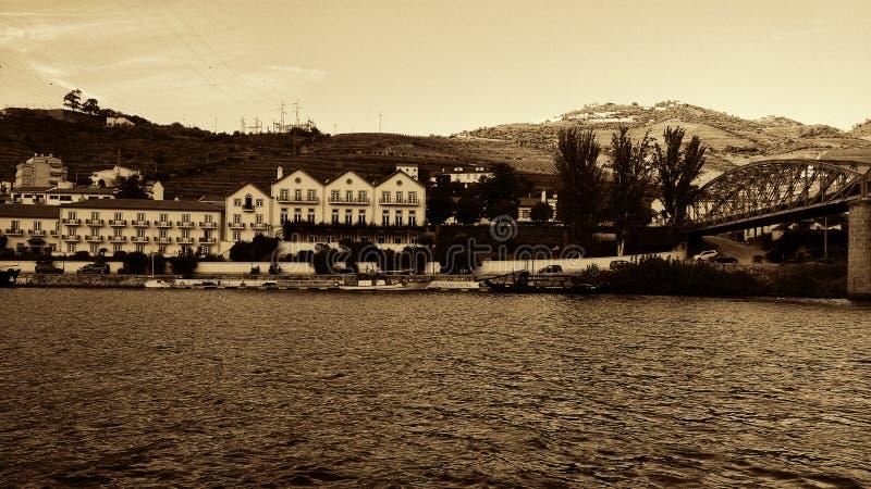 Παλαιά φωτογραφία από Douro και την άποψη από Pinhão στην περιοχή κρασιού Alto Douro, ποταμός Douro, Πορτογαλία στοκ φωτογραφία με δικαίωμα ελεύθερης χρήσης
