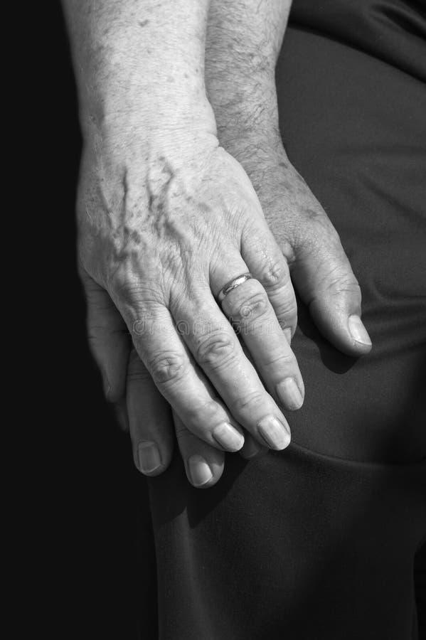 Παλαιά χέρια στοκ εικόνα με δικαίωμα ελεύθερης χρήσης