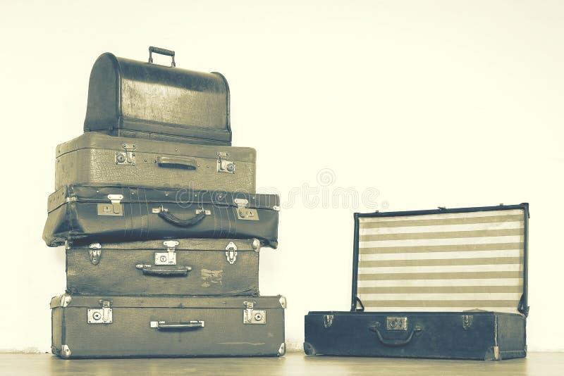 παλαιές βαλίτσες δέρματ&omicro στοκ φωτογραφία